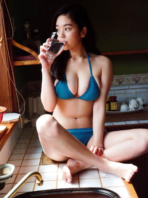 筧美和子のこぼれそうなおっぱい47