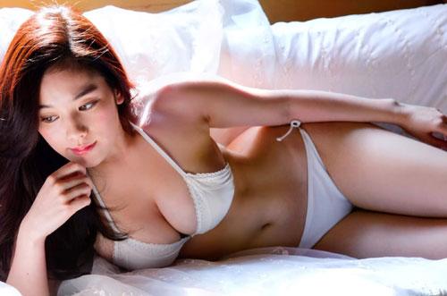筧美和子のこぼれそうなおっぱい48