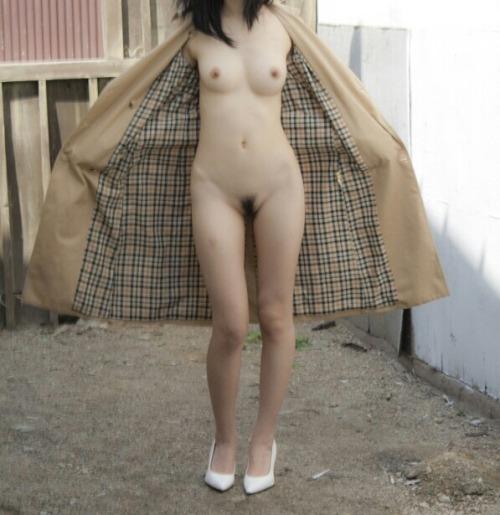 これからの季節…裸にコートの露出狂女が増えてくるからオマエラ気を付けやがれwww【画像30枚】