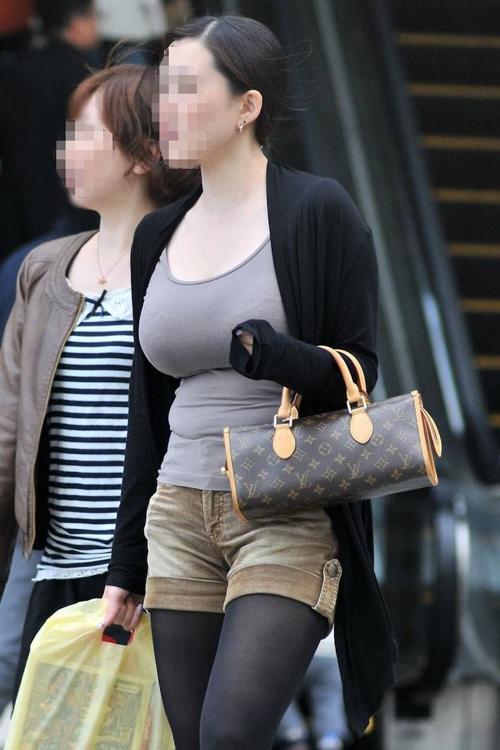 【まだ終わらんぞ】街で見かけた巨乳の素人お姉さん達のエロ画像 秋服Ver