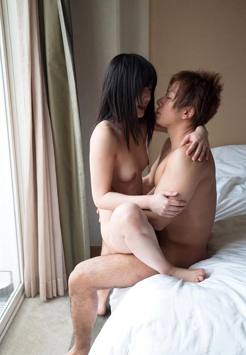 ぎゅっと抱きしめ合って…セックス画像100枚