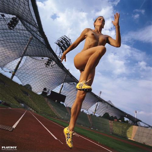 【お宝画像】脱ぎたがるアスリートたちww 美人過ぎるドイツの走り幅跳び選手がプ○イボーイ誌で魅せたヌードwww