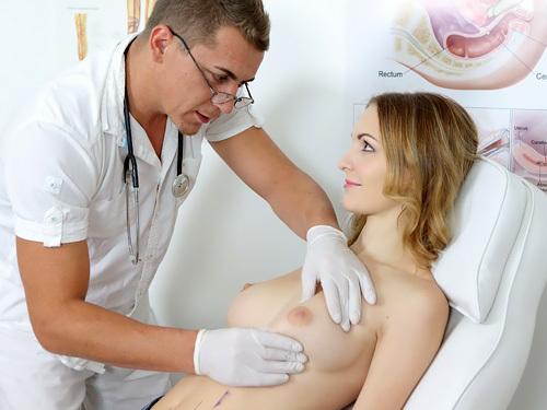 【海外エロ動画とエロ画像】美人で美巨乳の患者を前にスケベモード全開のエロドクターw ナニだけチョロっと出して診察室でハメまくりwww