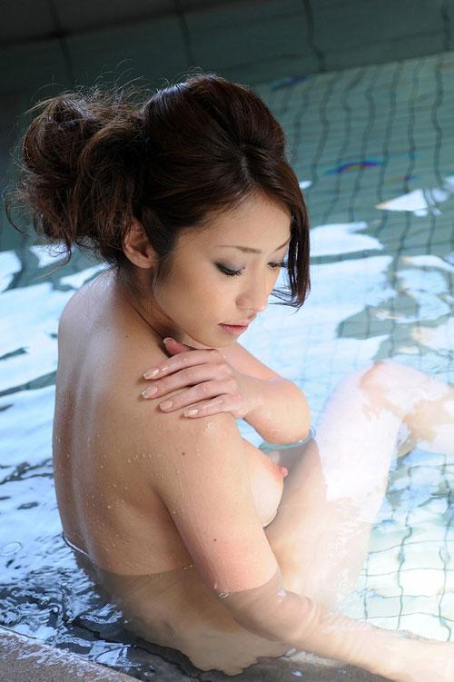 温泉でおっぱい揉んで暖まりたい9
