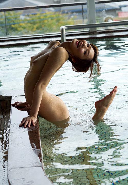 温泉でおっぱい揉んで暖まりたい15
