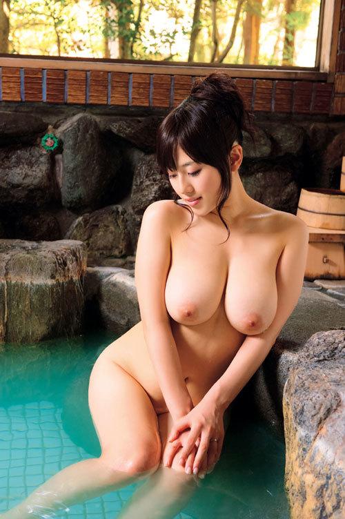 温泉でおっぱい揉んで暖まりたい17