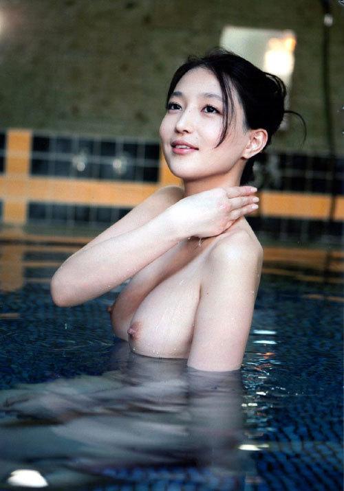 温泉でおっぱい揉んで暖まりたい19