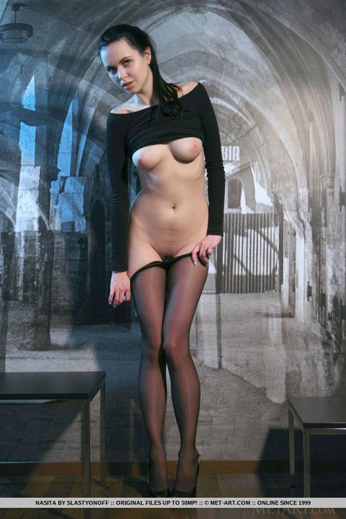 【外人美女ヌード画像】優しく包まれた美脚、透ける美尻、押し付けられたマ○コw 黒パンスト直穿きはどうしてこんなにエロいんだ!