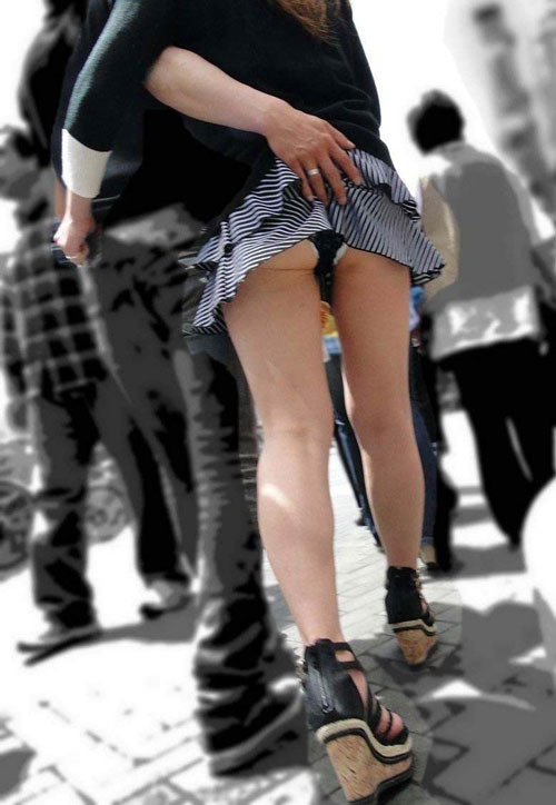 【パンチラ】今時の素人女たちって下着を隠すっていう意識が緩すぎじゃね?www【画像30枚】