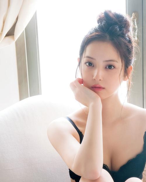 佐々木希 透明感あるキレイさと可愛さを合わせ持ったおっぱい画像