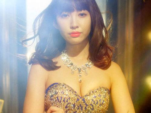 AKBのキャバ嬢ドラマで小嶋陽菜(28)の美巨乳が炸裂