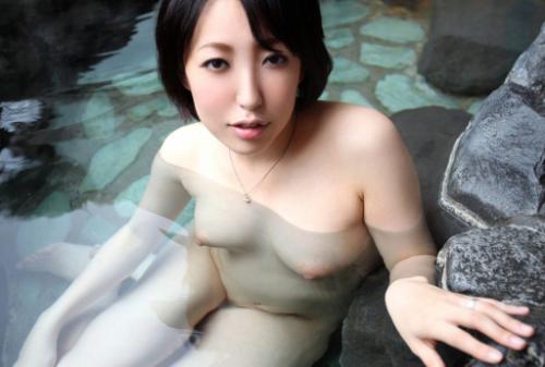私、温泉で他人棒!に~逆上せました~人妻 小百合さん。