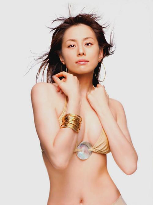 米倉涼子 輝ける美貌と抜群プロポーションの持ち主のおっぱい画像