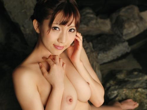 【温泉好き美人女性の入浴ヌード画像】色気感じる美乳輪な巨乳おっぱいとお尻!