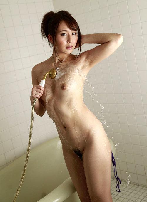 シャワーで濡れたおっぱいに興奮13