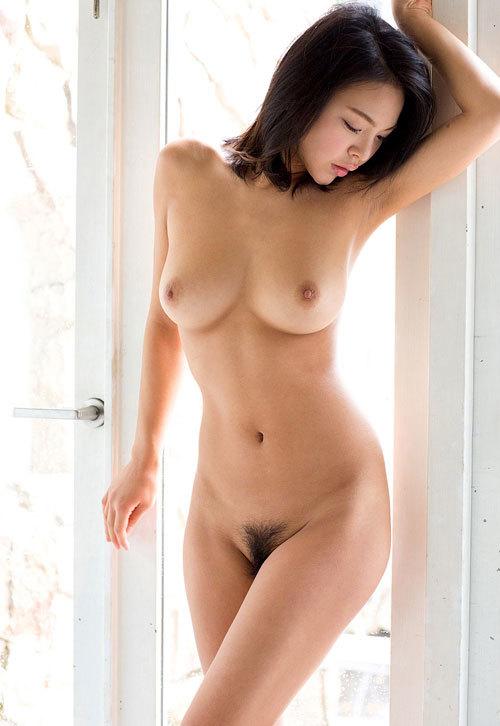 全裸でおっぱいとマン毛を丸出し29