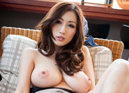 【JULIA(AV女優)の完璧ヌード画像】官能Jカップ巨乳おっぱい▼地帯!