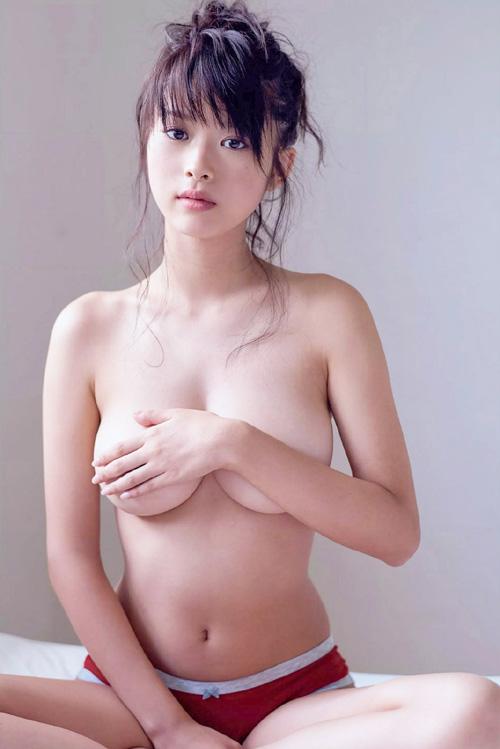 女優 馬場ふみか(21)の弾力が凄そうなド迫力乳。