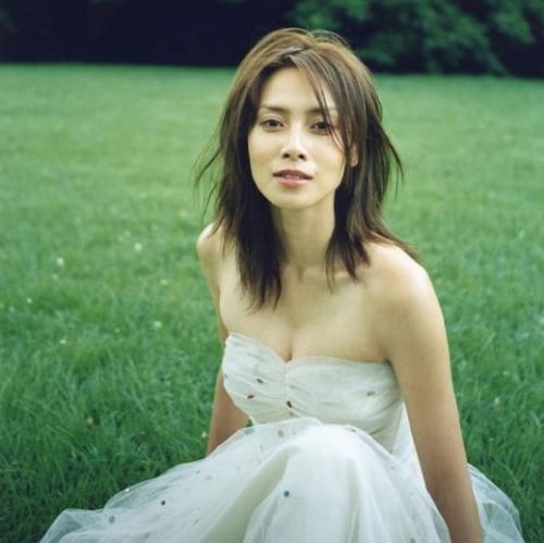 中谷美紀 落ち着いた知的イメージの妖艶な雰囲気を持つ美人のおっぱい画像