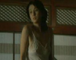 【秋吉久美子】服が透けて乳首が見えてる濡れ場