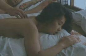 【秋吉久美子】背中を指でいきなりなぞってきて身体が反応してしまう濡れ場