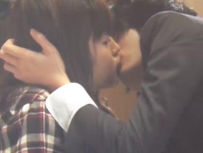 【藤原さくら】突然キスされてしまいビックリするラブシーン