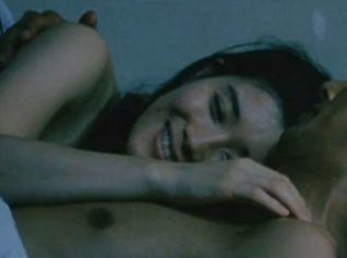 【石田ひかり】裸で密着したまま朝を迎えるラブシーン
