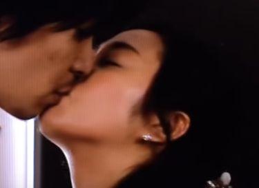 【木村文乃】唇を撫でるようなキスをするラブシーン