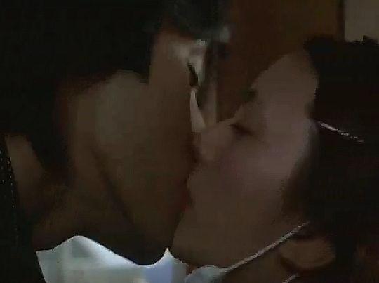 【柴咲コウ】舌を差し入れるラブシーン