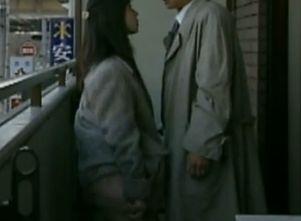 【小沢小梅】パンツをずり下げて誘惑する濡れ場