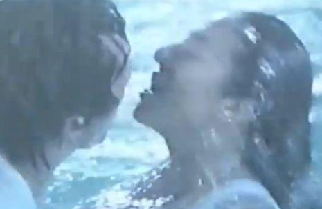 【村上里佳子】屋外プールで交わっていく濡れ場