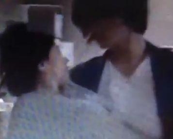 【篠原涼子】お姫様抱っこされてベッドに連れていかれる濡れ場