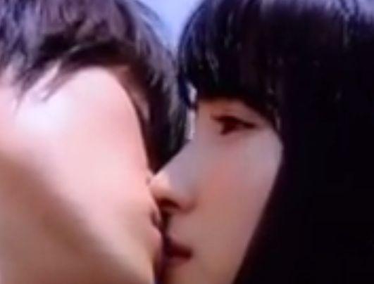 【土屋太鳳】青空の下でキスをするラブシーン