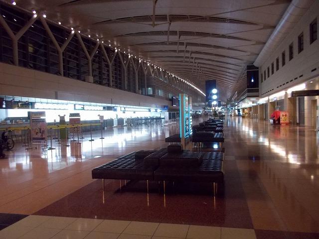 誰もいない羽田空港