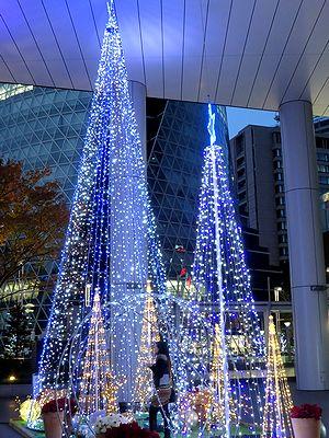 名古屋三井ビル新館前のクリスマスツリー1