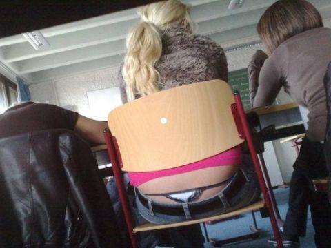 (写真)前の席の女の尻がエ□過ぎて授業に集中できない・・・(27枚)