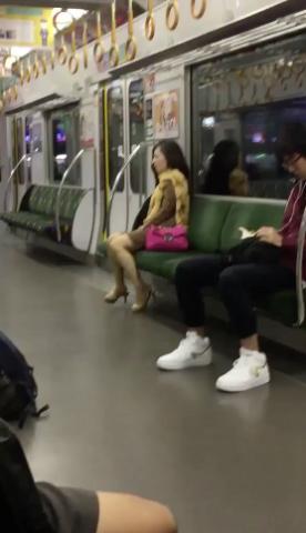 (ムービー)列車で腰降りオナ●ーしてる社内レディー女が秘密撮影されて2chに晒されるwwwwwwwwwwwwwwww