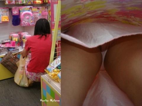 アダルト画像3次元 - 雑貨屋でかわいいものを探してるコのパ○チラを探した結果。。。。。。