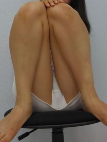 アダルト画像3次元 - 白のスカート履いた女フレンドの太ももを激写した画像が掲示板にうpされる!!!!!!!