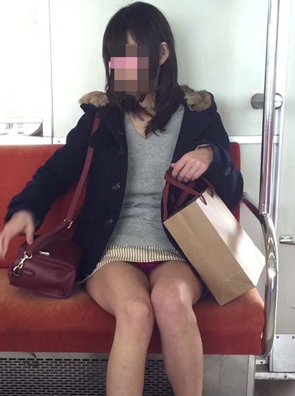 アダルト画像3次元 - 通勤中に見るドしろーとのはみパン・太ももがエロ過ぎて列車降りられない(画像100枚)