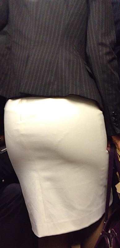 アダルト画像3次元 - OL・タイトスカートの御姉さん達が見せてるパン線、透けはみパンがエろい