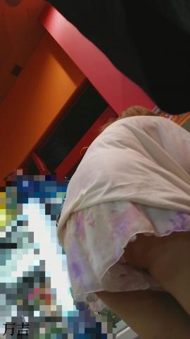 アダルト画像3次元 - ちょっと屈んだだけでパ○チラする格好の女は即セッ●ス誘ってると思っていいよな!!!!!!!!!!!!!!!