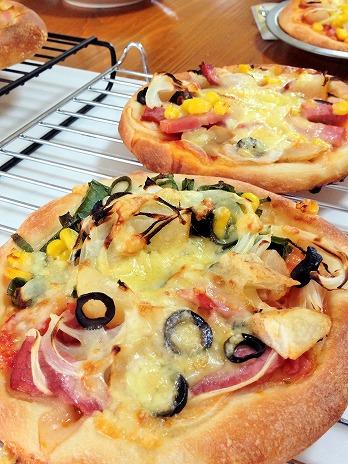美味しく焼けた手作りピザ