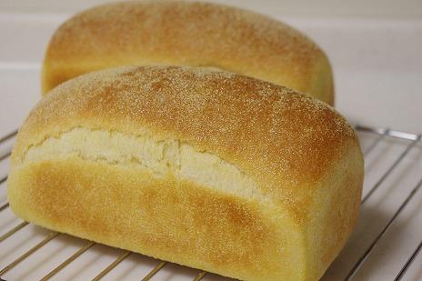 コーンフラワー入りミニ食パン