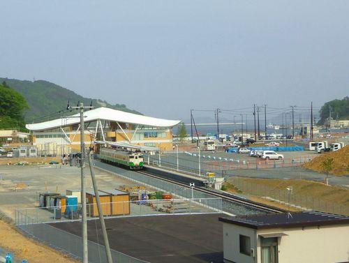 女川駅9新駅舎と町並み