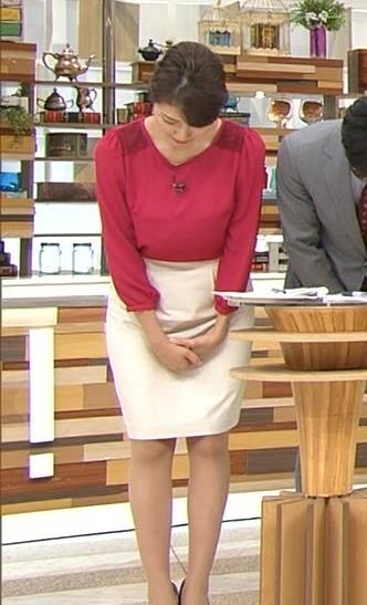 三田友梨佳 横乳画像2