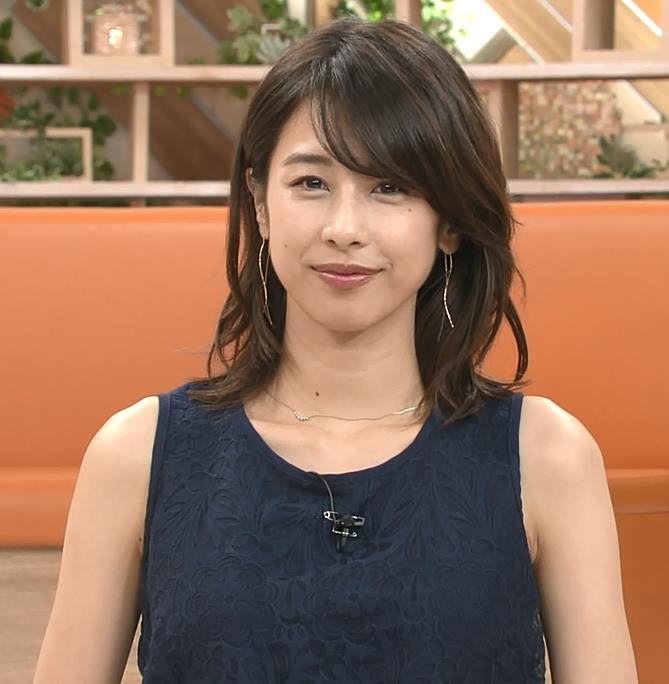 加藤綾子アナ 紺色のノースリーブ