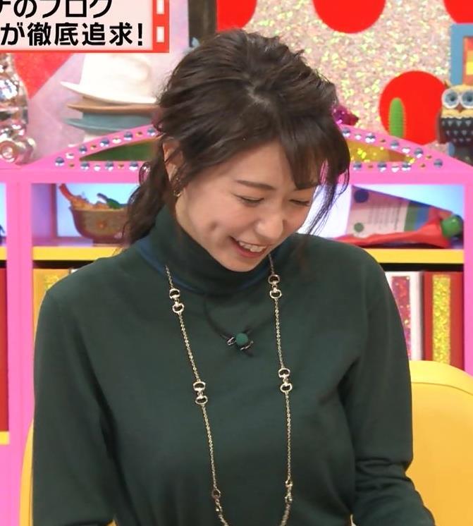 青山愛アナ 緩い服でも胸の大きさがわかる