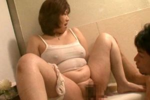 50代段腹熟女に甘えておまんこ舐め回す無料ユーチューブアダルト動画