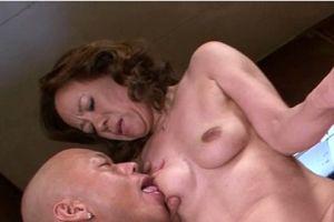 50代人妻の柔らかい乳をモミおまんちょハメる無料jyukujyoムービー